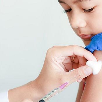 Τι λένε οι ειδικοί για τον εμβολιασμό των παιδιών