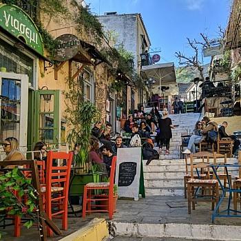 Επανεκκίνηση της εστίασης: Πώς θα πάμε σε καφέ, μπαρ και εστιατόρια