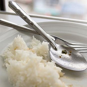 Τρεις αγαπημένες συνήθειες που πρέπει να αποφεύγεις μετά το φαγητό!