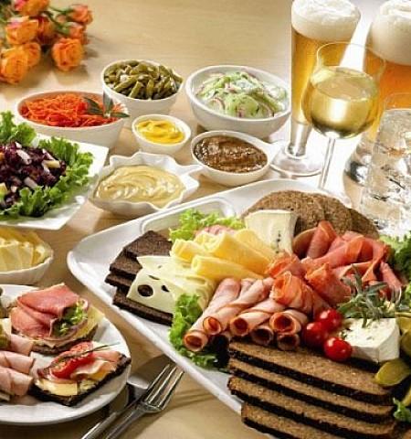 Τα λάθη που κάνουν πολλοί με το φαγητό και κινδυνεύουν