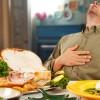 Έφαγες του... σκασμού το Δεκαπενταύγουστο; Δες πώς θα καταπολεμήσεις τη δυσπεψία