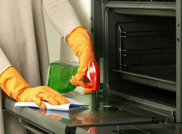 Καθαρισμός φούρνου με 2 φυσικούς τρόπους
