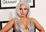 H Lady Gaga έπεσε από τη σκηνή κατά τη διάρκεια συναυλίας! Βίντεο