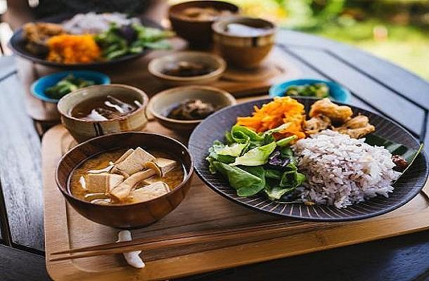 Ο ιαπωνικός κανόνας διατροφής που θα σας βοηθήσει να ζήσετε περισσότερο