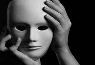 Γνωστός ηθοποιός: Έκοβα τουφίτσα από τα μαλλάκια τους μόλις είχαν πεθάνει