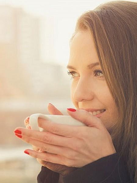 Οστεοπόρωση: Ποιο αγαπημένο ρόφημα σου στερεί ασβέστιο και απειλεί τα οστά