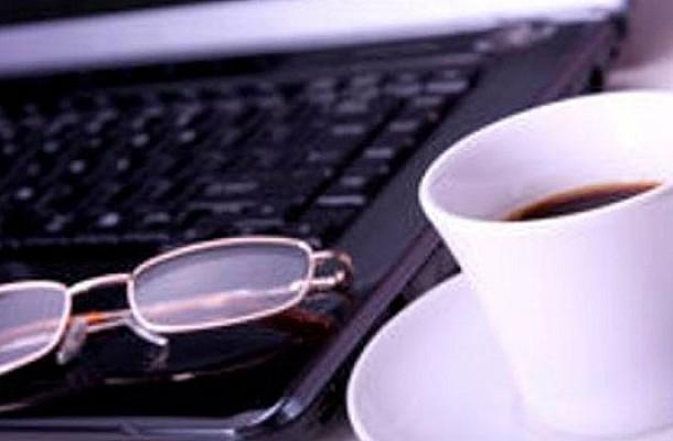 Γιατί δεν πρέπει να πίνουμε καφέ από την κούπα της δουλειάς;