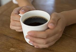 Ο καφές συνδέεται με τη νόσο Πάρκινσον: Τι έδειξε μεγάλη έρευνα