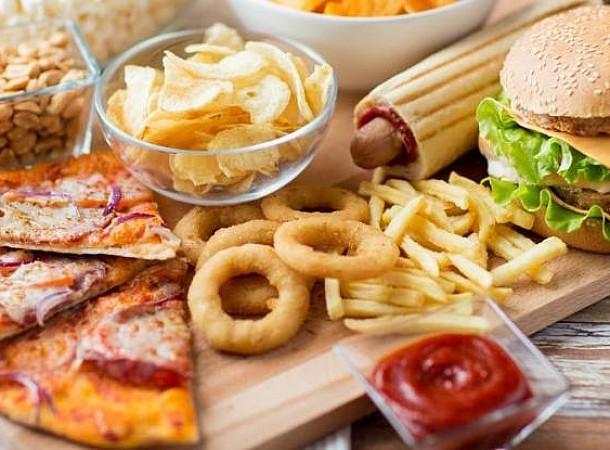 Τα τρόφιμα που οδηγούν σε κατάθλιψη και κόβουν χρόνια από τη ζωή μας