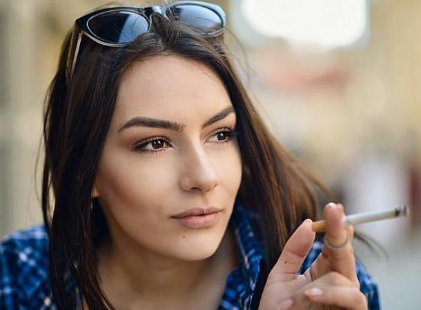 Κάπνισμα: Γιατί οι γυναίκες είναι πιο ευάλωτες να εκδηλώσουν καρκίνο