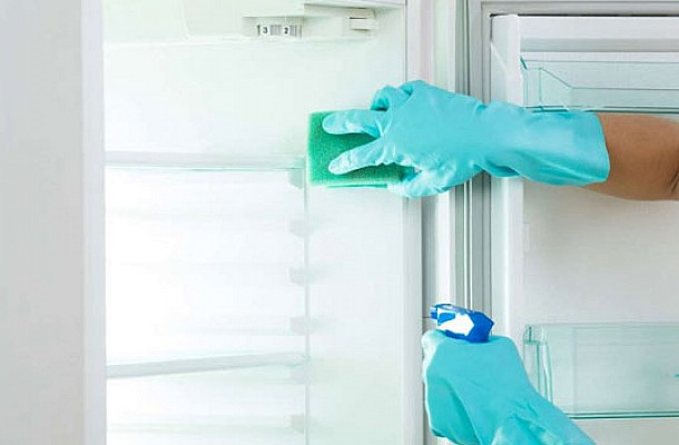 #MenoumeSpiti και το καθαρίζουμε – Πώς να κάνετε σαν καινούρια ψυγείο και κουζίνα