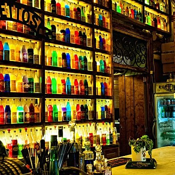 Έξοδος, Αθήνα: Θρυλικά μπαρ της Αθήνας που συνεχίζουν να γράφουν ιστορία
