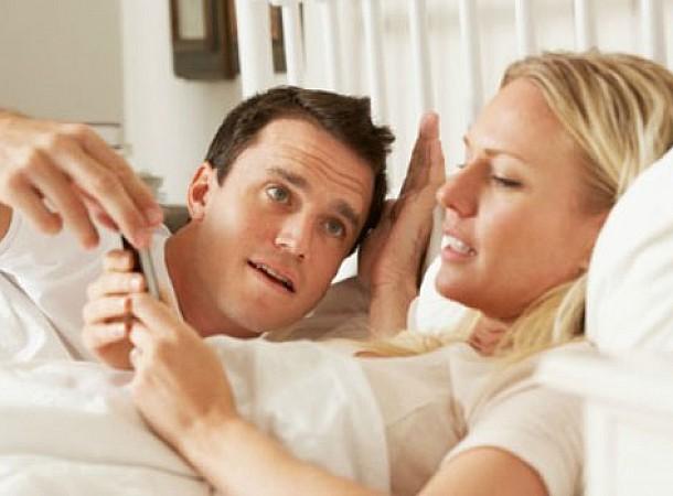 Τσεκάρεις το κινητό σου κατά τη διάρκεια μιας συζήτησης: 7 κακές συνήθειες που πρέπει να σταματήσεις