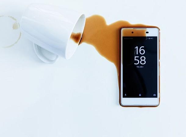 Τι πρέπει να κάνετε αν βραχεί το κινητό σας