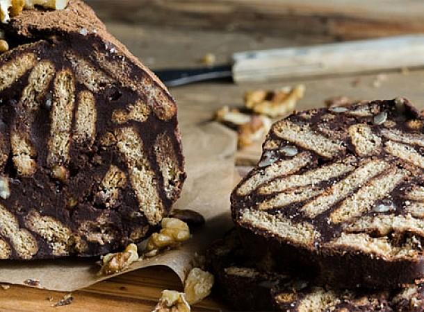 Συνταγές με τα πασχαλινά κουλουράκια που σας περίσσεψαν: Κορμός, μπισκοτόγλυκο, μους σοκολάτας