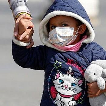 Κορονοϊός: Πόσο συχνή ή σοβαρή είναι τελικά η νόσος στα παιδιά