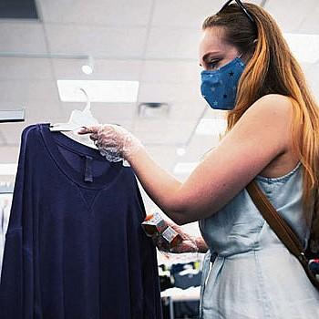 Πώς να δοκιμάζουμε ρούχα και παπούτσια στα μαγαζιά χωρίς κίνδυνο