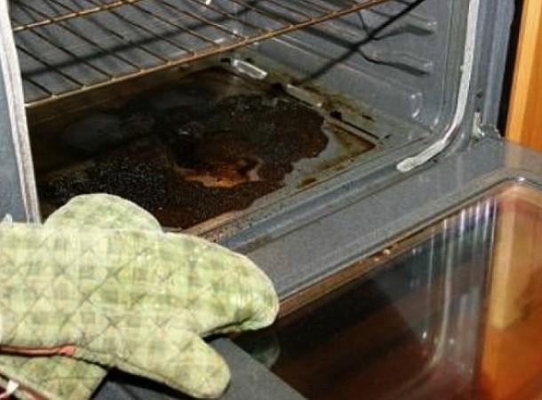 Το υλικό της κουζίνας που είναι το απόλυτο καθαριστικό για τα λίπη