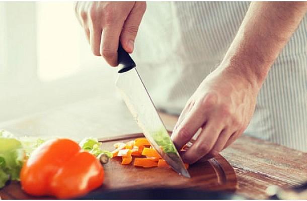 Chef Τίμος Ζαχαράτος, συνταγή: Μοσχάρι κοκκινιστό με πουρέ μελιτζάνας
