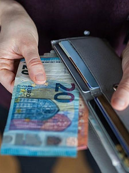 Κορονοϊός - Έρευνα: Πόσο πιθανή είναι η μόλυνση μέσω χαρτονομισμάτων και κερμάτων