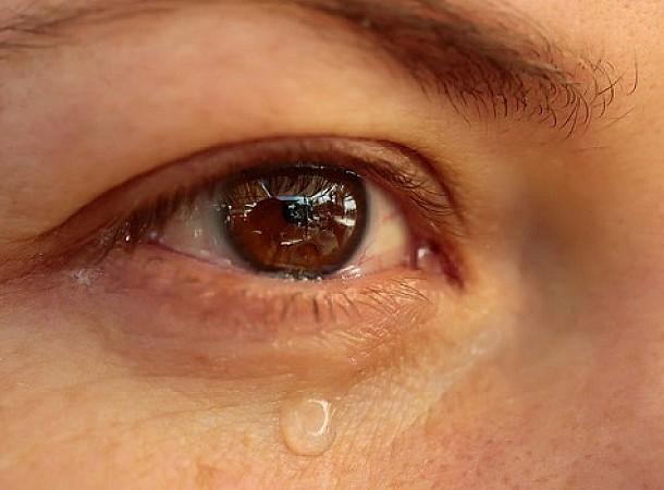 Σπάνιο φαινόμενο: 25χρονη έχυνε δάκρυα από αίμα στη διάρκεια της περιόδου της