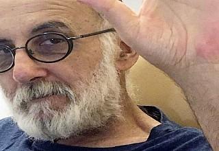 """Θάνος Μικρούτσικος: Συγκλονίζει μέσα από το νοσοκομείο - """"Θα τον δυσκολέψω όσο μπορώ"""""""