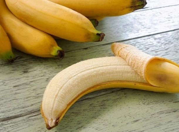 Γιατί πρέπει να τρώτε μπανάνα πριν κοιμηθείτε