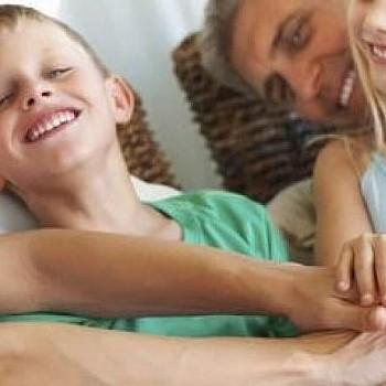 Παγκόσμια Ημέρα Γέλιου: 7 τρόποι να γελάσεις με το παιδί σου