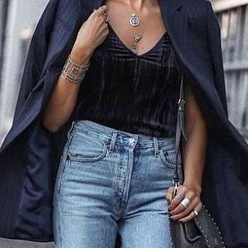 Ένα τζιν παντελόνι 7 διαφορετικοί τρόποι να φορεθεί: Μια 40+ YouTuber προτείνει