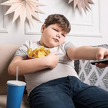 Παιδική παχυσαρκία: Με ποια ψυχικά προβλήματα συνδέεται