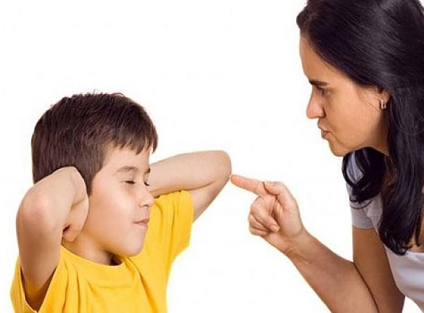 Έξι καθημερινά «εγκλήματα» που κάνουν οι γονείς σε βάρος των παιδιών τους