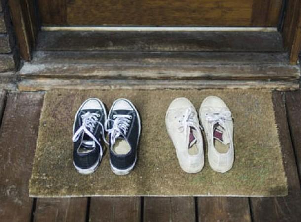 Αν τα παπούτσια σας μυρίζουν πολύ άσχημα, να τι πρέπει να κάνετε!