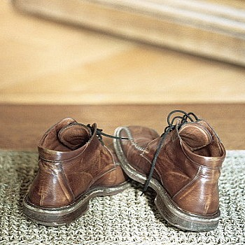 Το κόλπο με το τσάι που εξαφανίζει την άσχημη μυρωδιά από τα παπούτσια