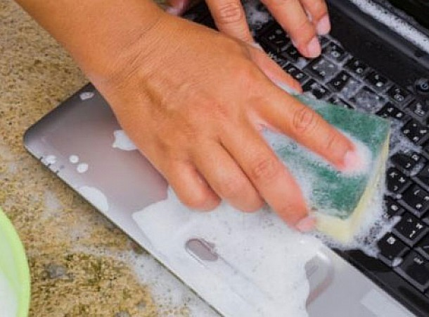 Πληκτρολόγιο: Είναι γνωστή εστία μικροβίων. Πώς γίνεται καλύτερα ο καθαρισμός