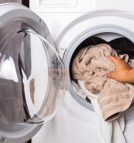 Πώς θα εξαφανίσετε τη μούχλα από το πλυντήριο ρούχων