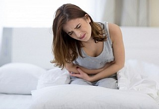 Ξαφνικός πόνος στο στομάχι: Πού μπορεί να οφείλεται
