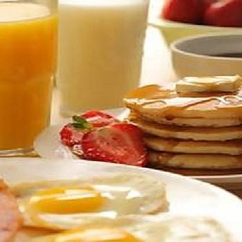 Πρωινό: Ποιες είναι οι 5 χειρότερες τροφές που προκαλούν δυσπεψία και φούσκωμα;