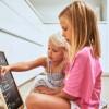 Σύνδρομο RETT. Τι είναι και γιατί επηρεάζει κυρίως τα κορίτσια; Ποια τα συμπτώματα;