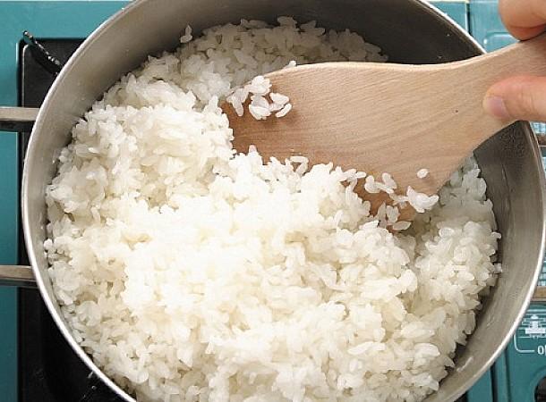 Πώς θα ξαναζεστάνεις το ρύζι και τα ζυμαρικά για να μοιάζουν φρέσκα