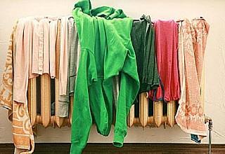 Γιατί δεν πρέπει να στεγνώνετε τα ρούχα μέσα στο σπίτι