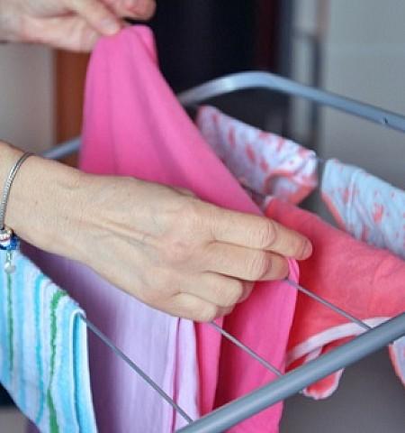 Πέντε μυστικά για να στεγνώνετε τα ρούχα πιο γρήγορα