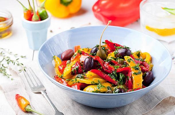 Σαλάτα ψητών λαχανικών με σπιτικό dressing. Μία διαφορετική και νόστιμη επιλογή