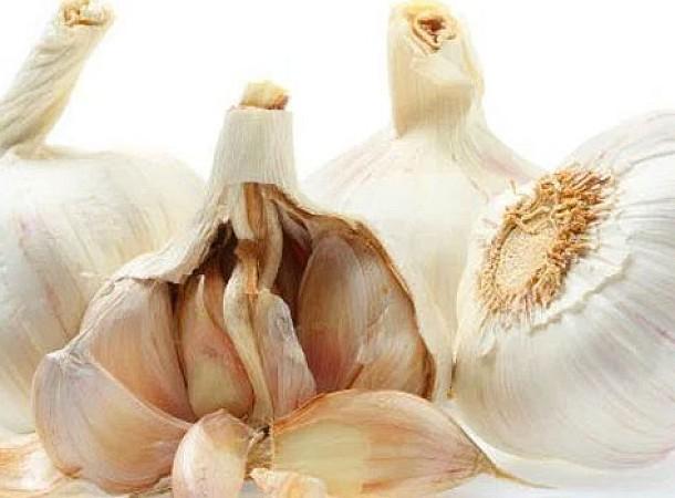 Τέσσερις χρήσεις του σκόρδου που πιθανόν δεν γνωρίζετε