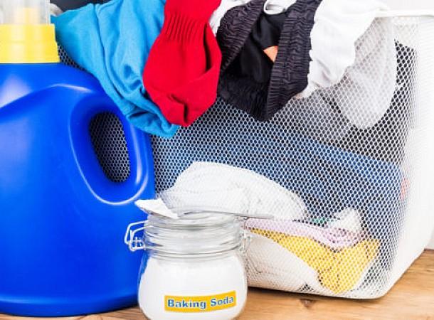 Μαγειρική Σόδα: 4 μοναδικές χρήσεις της στα ρούχα του πλυντηρίου