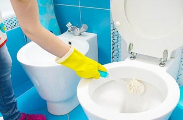 Έτσι θα διατηρείτε πεντακάθαρη την τουαλέτα σας με δυο σπιτικά προϊόντα!