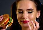 Οι τροφές που πρέπει ν' αποφεύγεις για να έχεις υγιές δέρμα