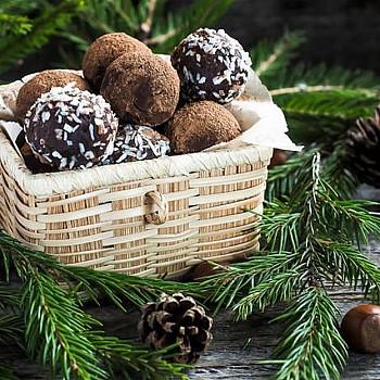 Συνταγή για χριστουγεννιάτικα τρουφάκια με 3 μόνο υλικά