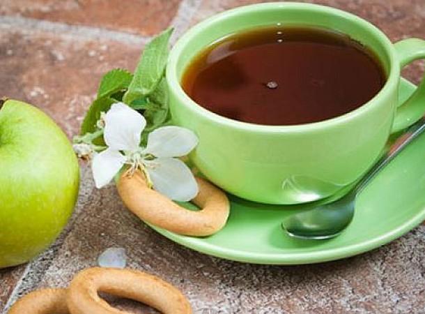 Πράσινο τσάι: 5 οφέλη για τα δόντια και τα ούλα