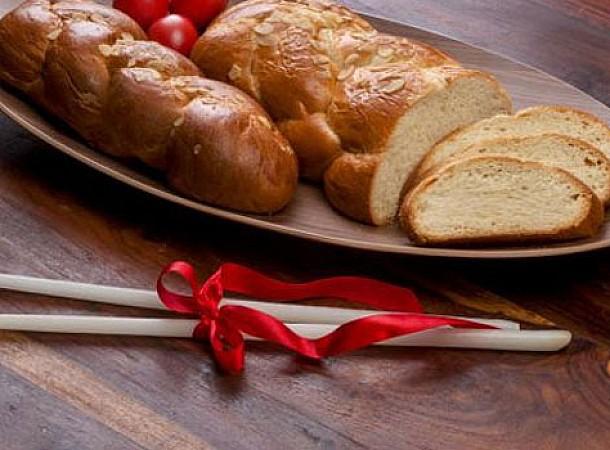 Φτιάχνουμε τσουρέκι πολίτικο με οδηγίες του Άκη: Πασχαλινή συνταγή, πολίτικο τσουρέκι