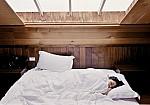 Πώς συνδέεται το πρωινό ξύπνημα με τον καρκίνο του μαστού